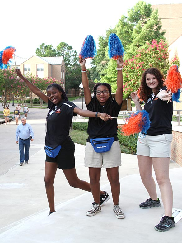 MavElite Tour Guides welcome students at Maverick Experience.