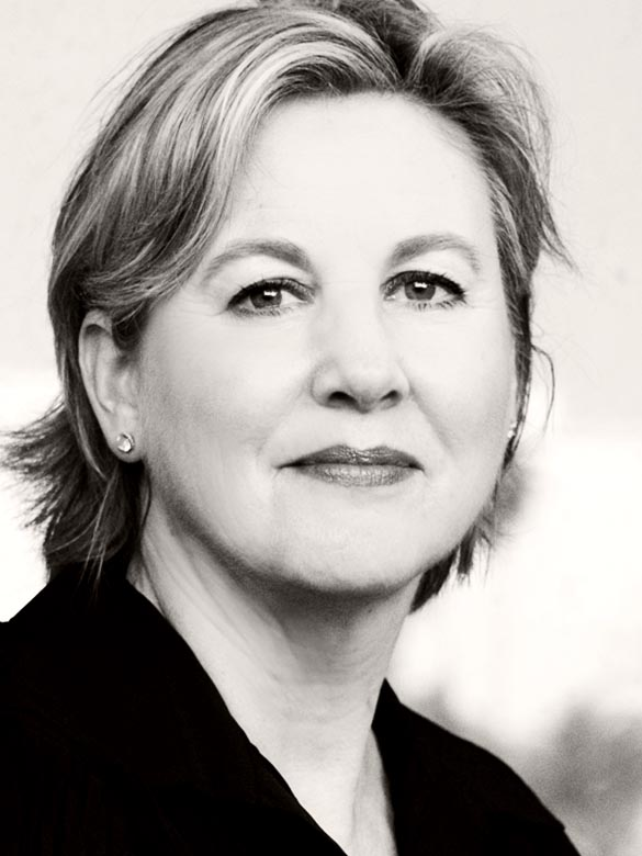 Terri Nolan - Crime Novelist, Investigative Reporter and UTA Alumna