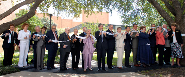 UTA President Spaniolo joins Dean Elizabeth Poster and many other University leaders for a ribbon cutting ceremony at the Smart Hospital in 2007.