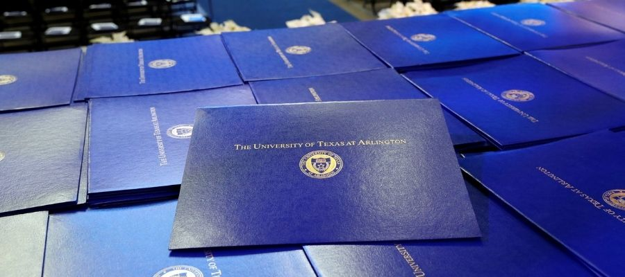 """UT Arlington degrees on display at commencement"""" _languageinserted=""""true"""
