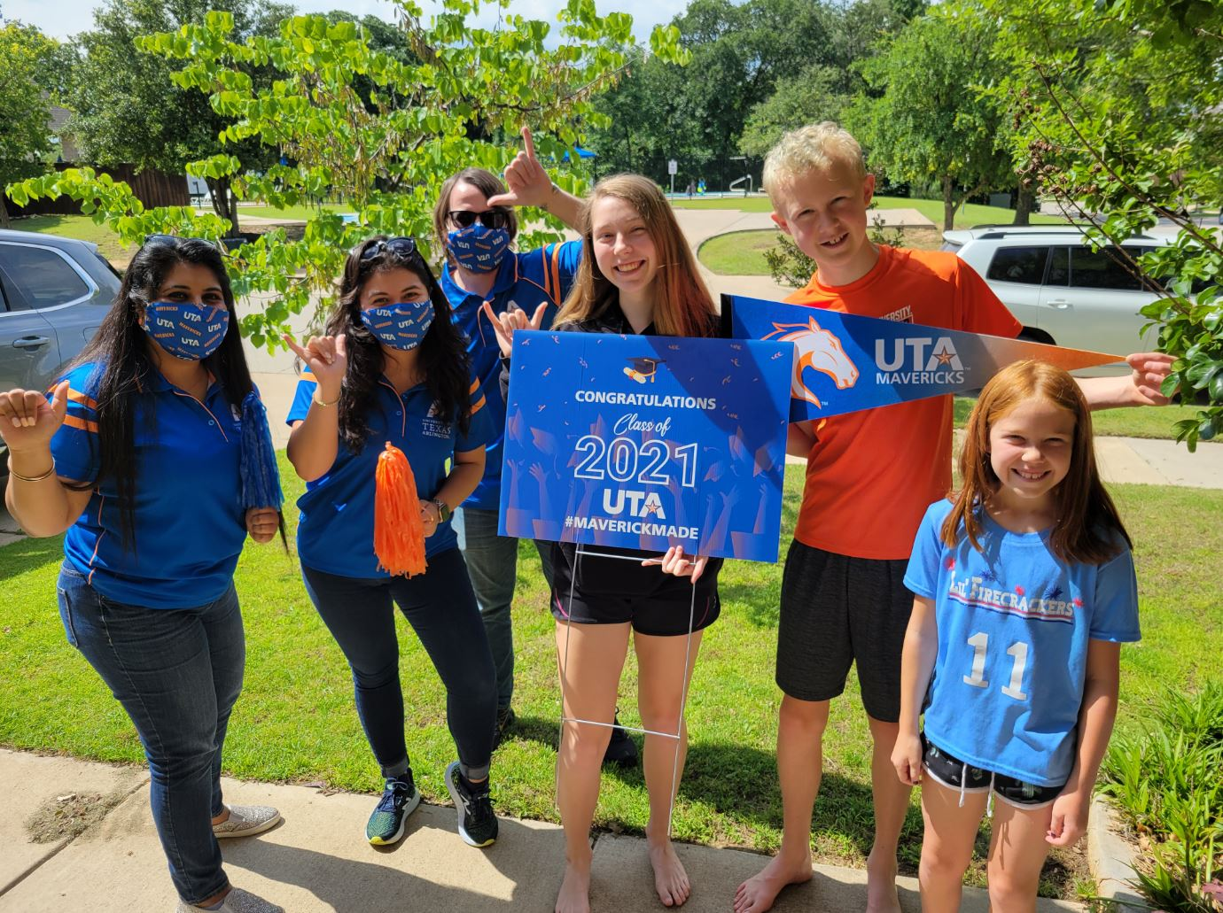 """Bailey Samide, holding a UTA sign, with UTA staff and members of her family"""" _languageinserted=""""true"""