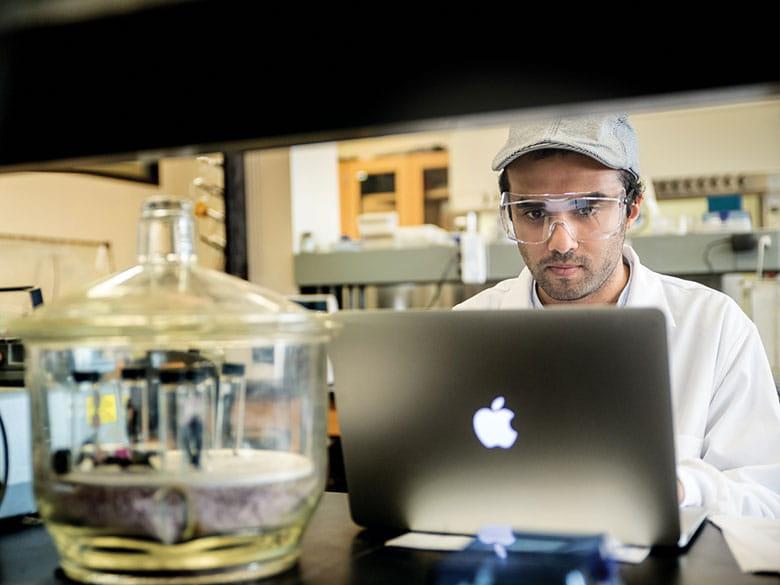 Student in gouma lab